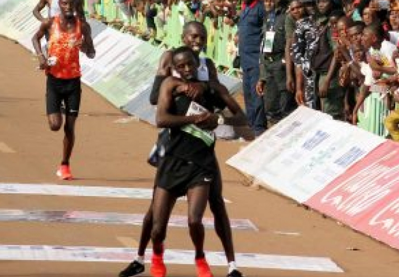 Kenyan runner gives up win to help collapsed competitor cross finish line, awarded $15,000