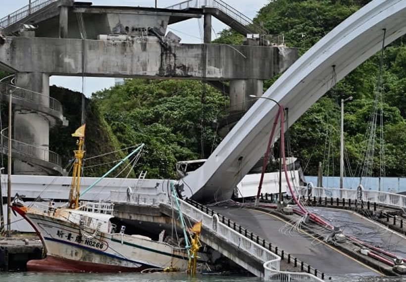 Bridge collapses in Taiwan, leaving 10 people hospitalised