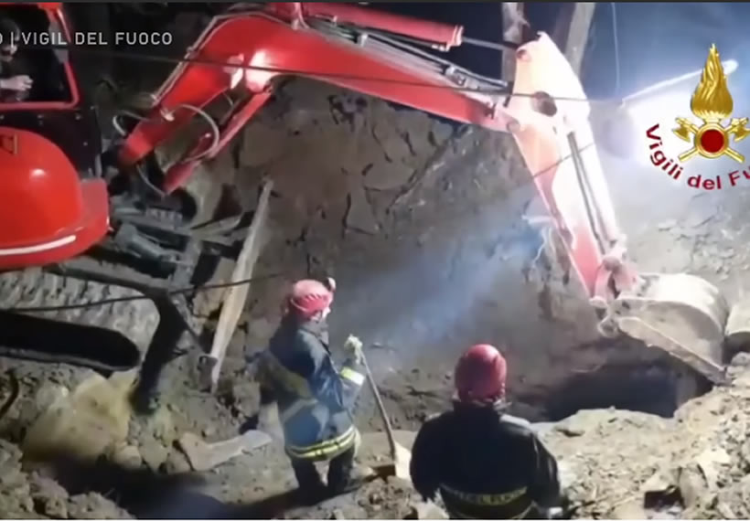 Dogs trapped in a quarry for more than 30 hours rescued by firefighters in Italy