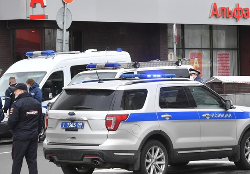 Fake 'bomber' detained after triggering HOSTAGE situation at bank in central Moscow