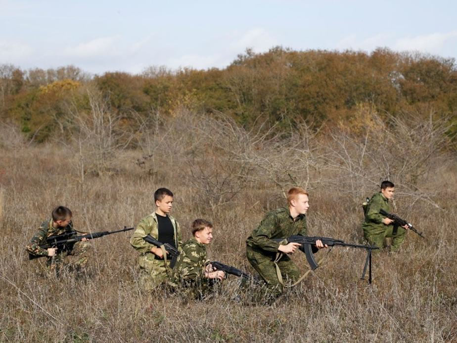 Weapons handling and parachuting lessons prepare Russian children for war