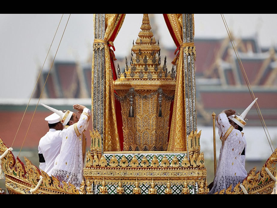 Thailand grinds to a halt for King Bhumibol