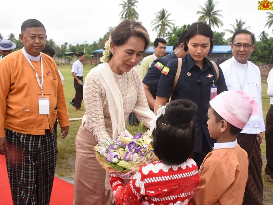 State Counsellor meets with local farmers in Danubyu Township