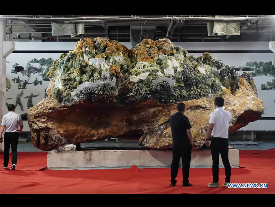 Giant jade carving work of Great Wall showcased in Liaoning